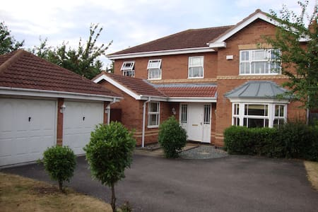 5 Bed House Bedford close to Camb/MK/London/Luton - Elstow - House