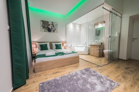 Royal Green Suite
