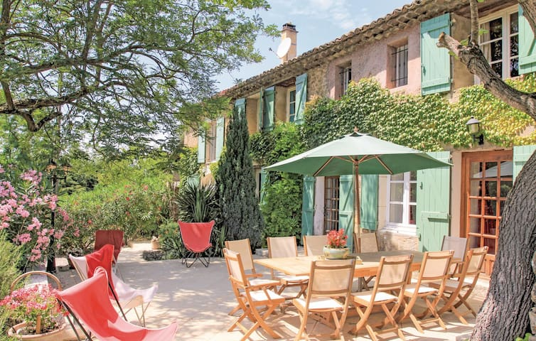 Holiday cottage with 5 bedrooms on 170m² in Mondragon