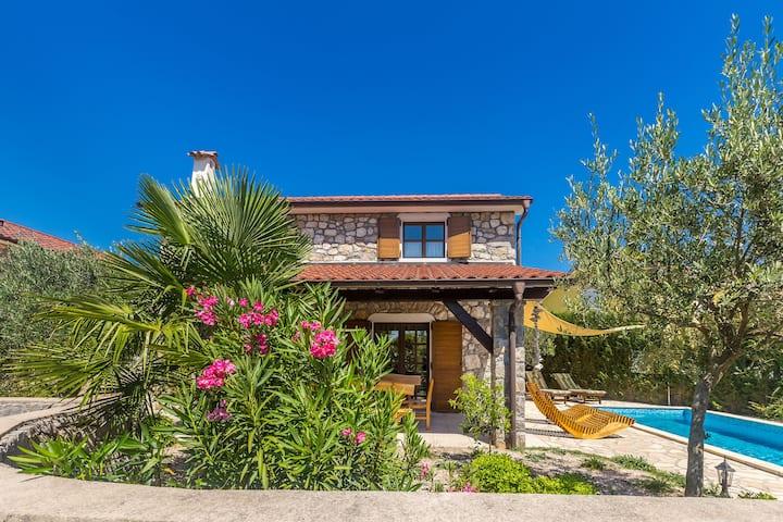 Wonderful Villa with pool