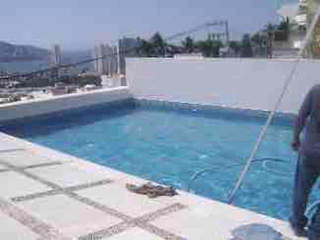 Villa en costa azul, alberca y vista a la bahía7px