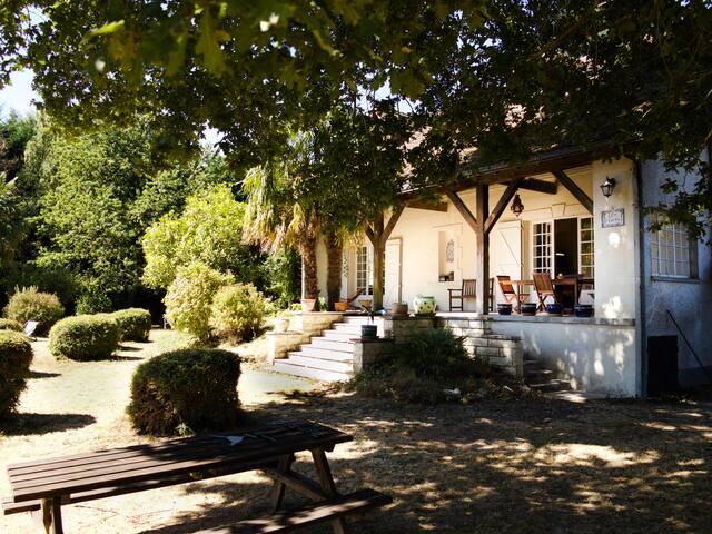 Une maison d'artiste, proche du Futuroscope - Senillé - Huis