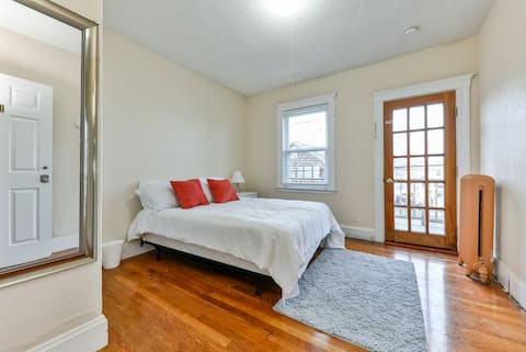 Cozy bedr. close to TUFTS Harvard #1 By Pike Hubs