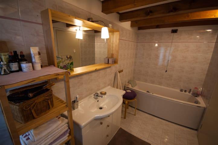 Bagno privato con vasca idromassaggio