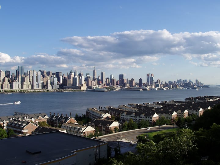 Brand new 1BD/1BA-15 minutes from Times Square (U)