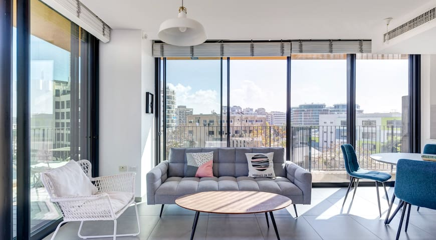 Pool + Gym in this Amazing Apartment by The Beach