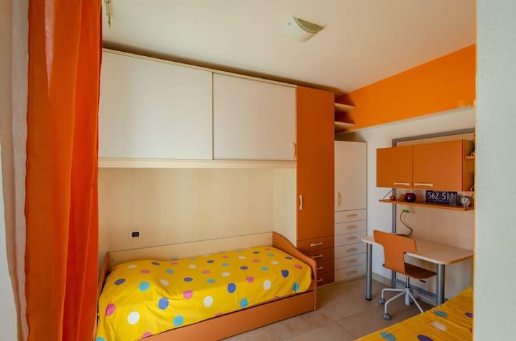 Dall'Open Space, un altro disimpegno conduce ad una seconda camera da letto, servita da bagno dedicato