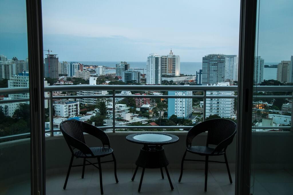 Hermosa vista hacia la mansa desde piso 19