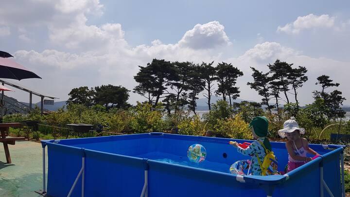 하루 단 한팀 : 갯벌체험, 바다전망 태안펜션 (패밀리룸, 넓은 거실 + 방 1개)