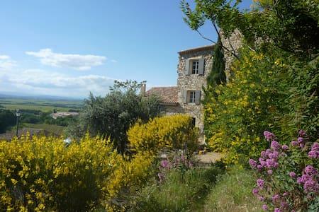 Maison provençale au coeur du village de Gigondas - Gigondas