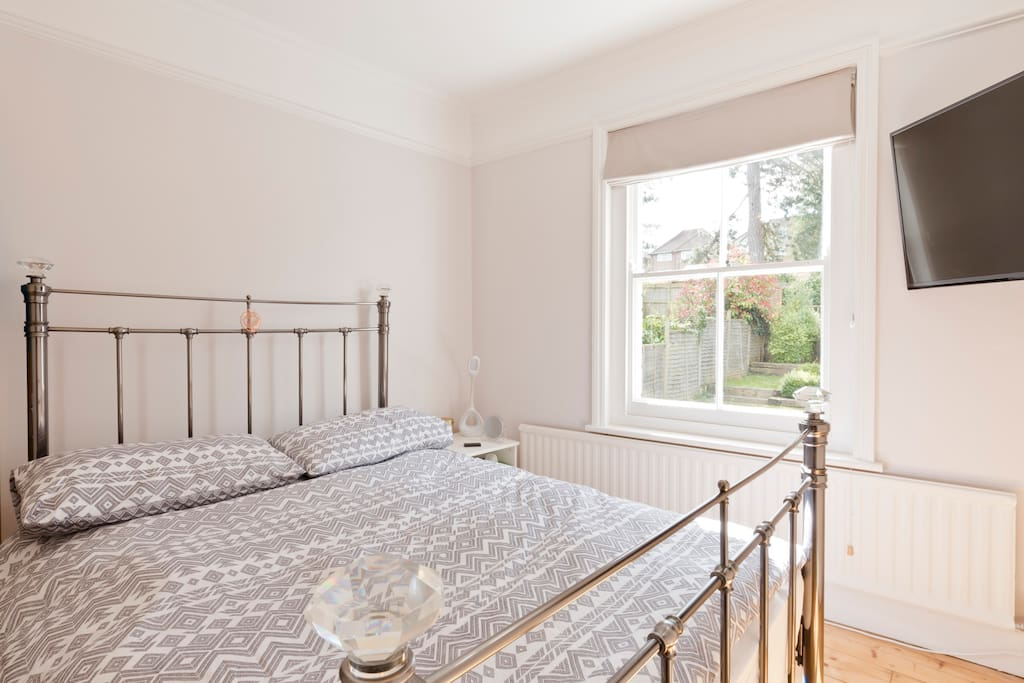 Bright & Spacious Double Room (2)