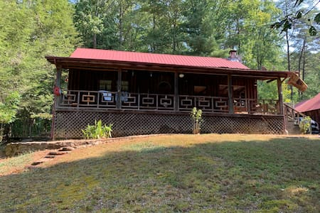 Entire Cozy Cabin-Tellico Plains. Seasonal creek