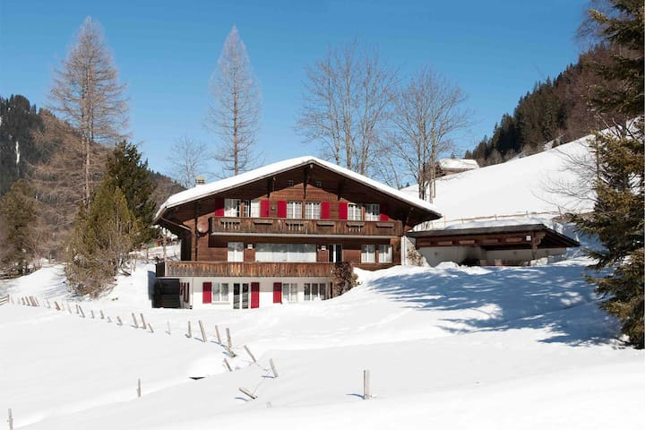 Refined and spacious chalet nearby Gstaad
