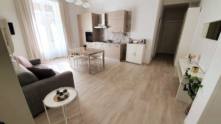 Plinio Home - Appartamento con 2 camere da letto
