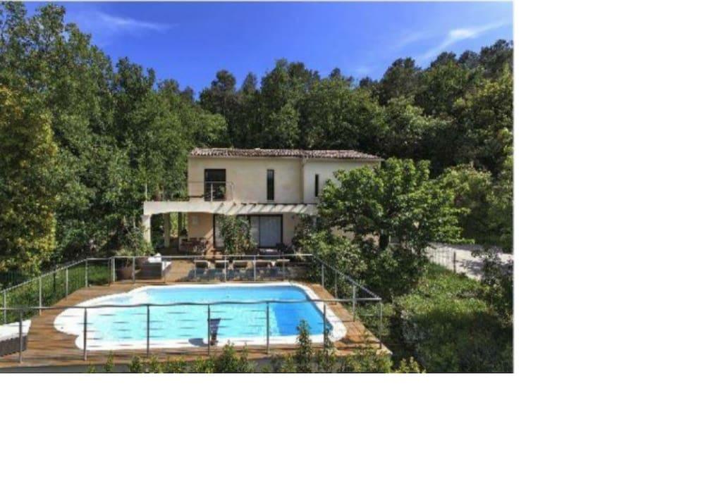 Maison moderne avec piscine maisons louer opio provence alpes c te d 39 azur france Maison moderne cotedazur