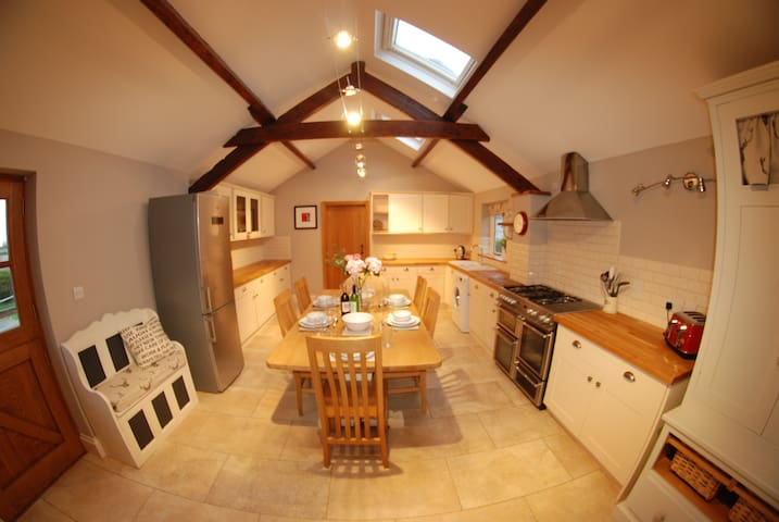 Gorgeous barn conversion near York - Sand Hutton - Huis
