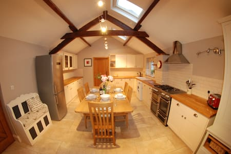 Gorgeous barn conversion near York - Sand Hutton - House