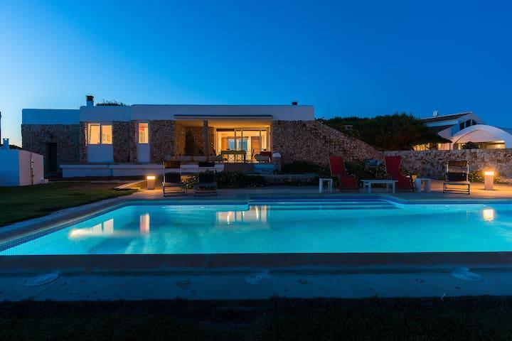 Villa en Ciutadella en primera linea de mar