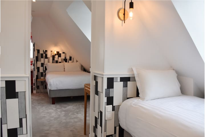 Charming Room for 3 near St Martin Canal