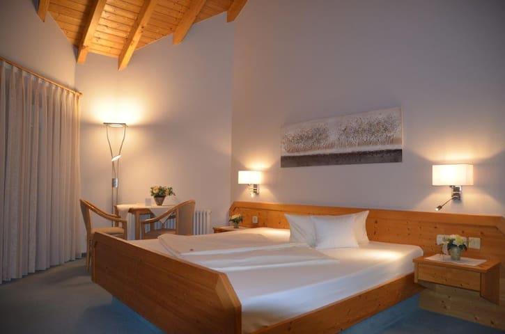 Hotel-Pension Breig garni, (Ottenhöfen), Doppelzimmer Komfort mit Bad/WC und Balkon