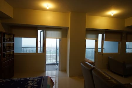 Family sized high rise (600 sq ft) with WIFI - Tagaytay