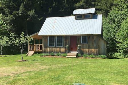 Sugarhouse Cabin - Elmore, Stowe, Montpelier