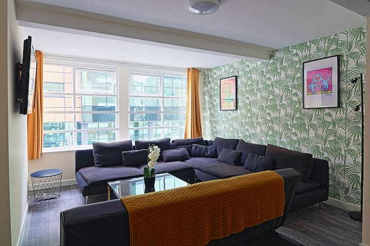 Unique Moorfields apartment. Large groups welcome!