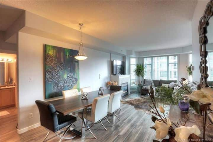 #402 Sunset Waterfront Resort 2 Bed Condo Downtown