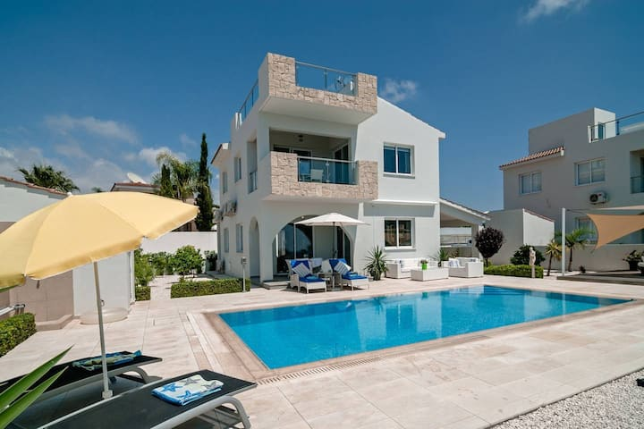 Villa Verdi: Luxury villa with private pool