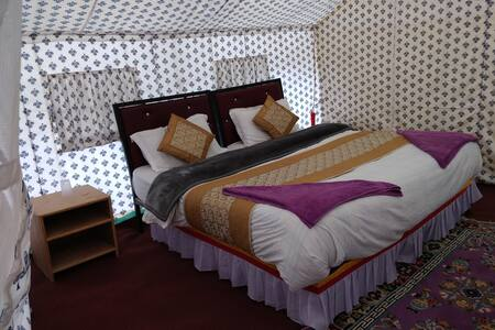 The Regal Camp, Spangmik, Pangong Lake