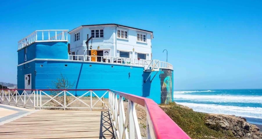 — El Arca Surf Hostel —