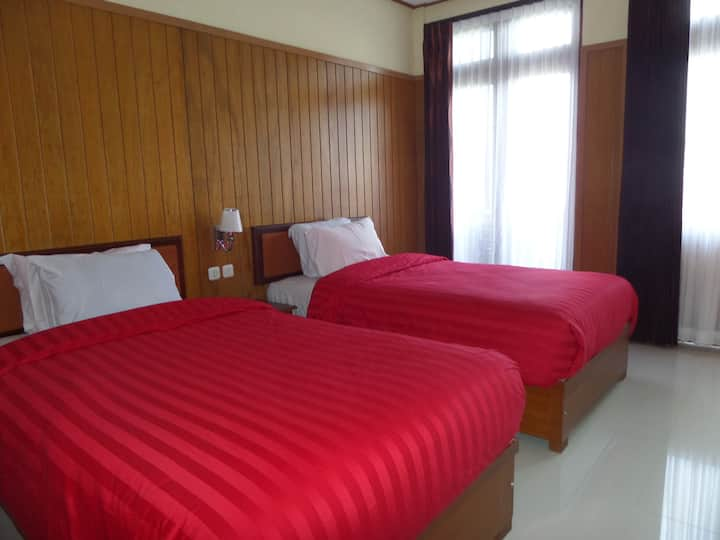 Red Twin Bedroom near active volcano Bromo