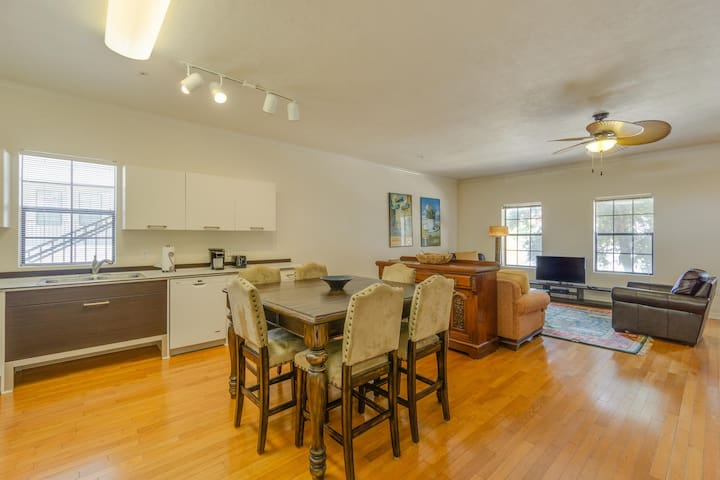Modern Loft Style Apt- Walk to UF & Downtown!
