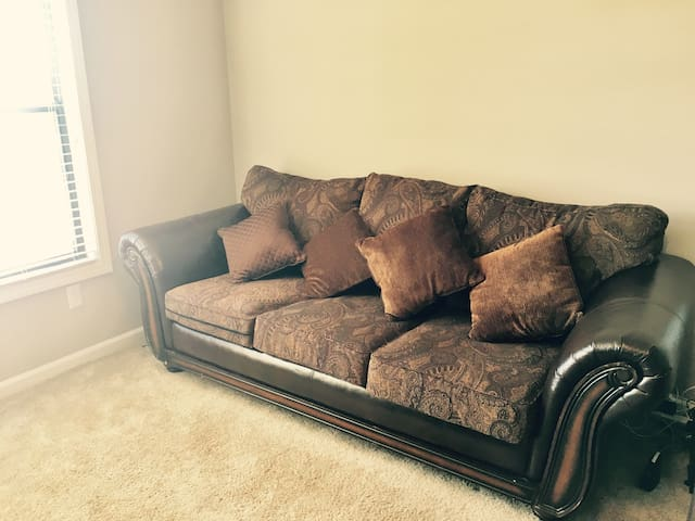 Cozy couch in Vinings Pkwy Smyrna
