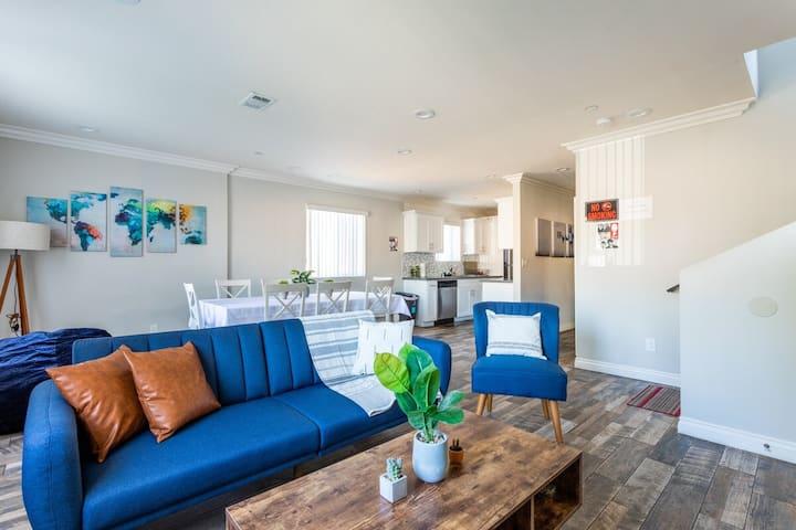 Contemporary 5 BR Home Near USC - Perfect Location