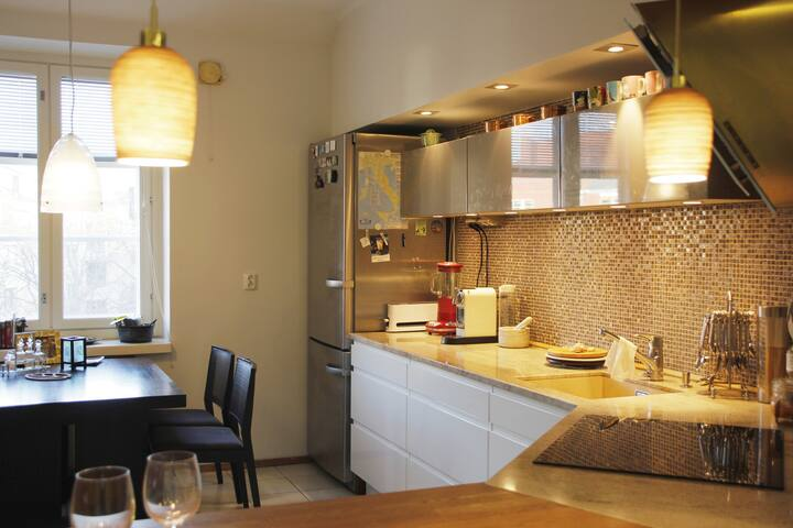 Sunny top floor apartment with sauna & spa