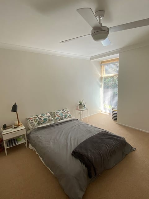 Cozy private bedroom at best location in Manly.