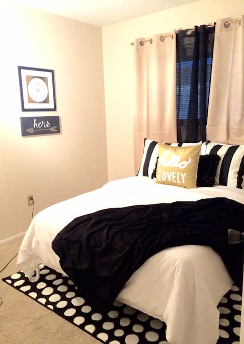 Small but cozy and quaint with new bed and cute decor.