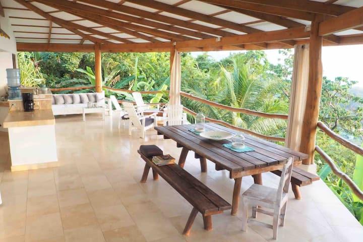 Bohemian Ocean View Hilltop Studio Flor de Café