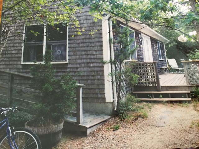 Exterior - porch with large picnic table and Weber grill !