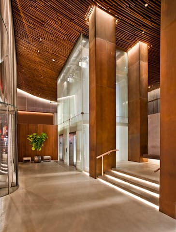 Just as each city street leads to a new experience, ROW nyc offers exciting immersive encounters within our walls. A 24-foot crystalline glass façade draws upon the electricity of Times Square at our entry.