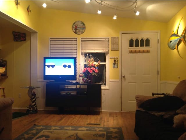 Living room with 32 in tv with spectrum.