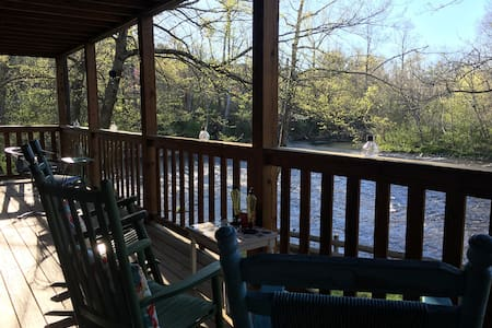 Rustic Retreat on the Little River in the Smokies! - Townsend - Penzion (B&B)
