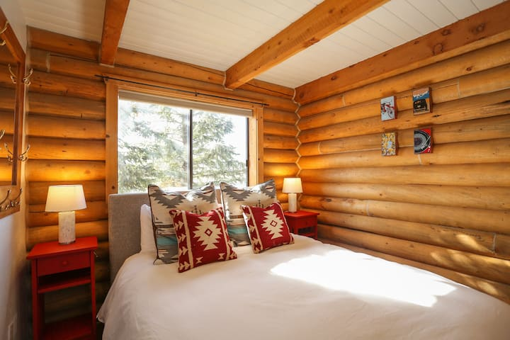 Cabin-style bedroom with Privacy