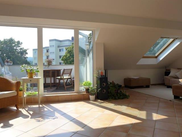 1 Zimmer in Sonnen-Wohnung bei Frankfurt