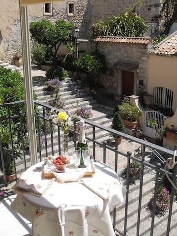 Salita Ciampoli - La scalinata - Taormina - Apartment