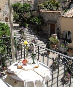 Salita Ciampoli - La scalinata - Taormina