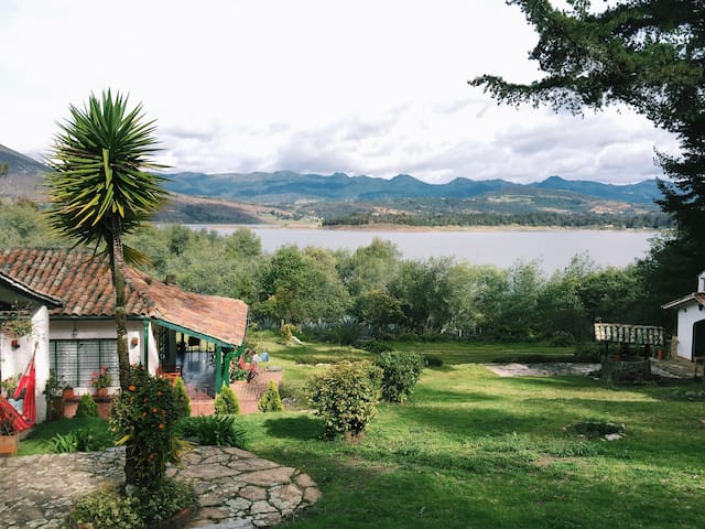 Beautiful country house, lake view. - Guatavita - Dom