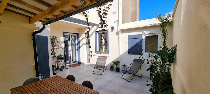 L'hacienda - terrasse patio - Centre / Plage 5 min