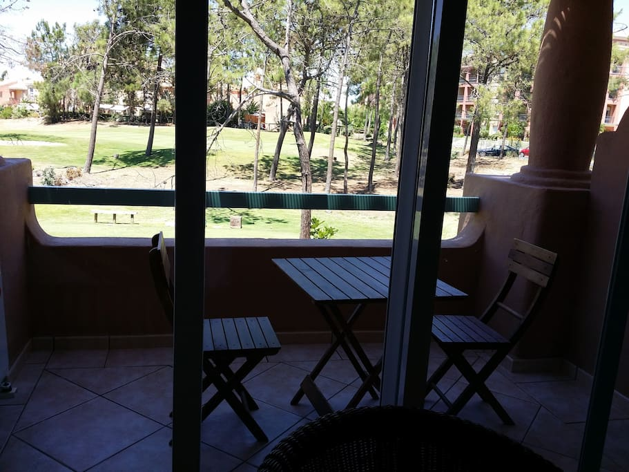 terraza del salon vistas campo golf